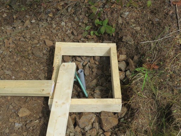 greenhouse 2x4 form for corner column pad